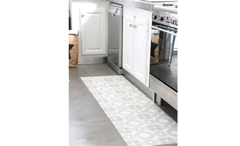 tapis sol cuisine diy déco 4 idées créatives avec un sol vinyle