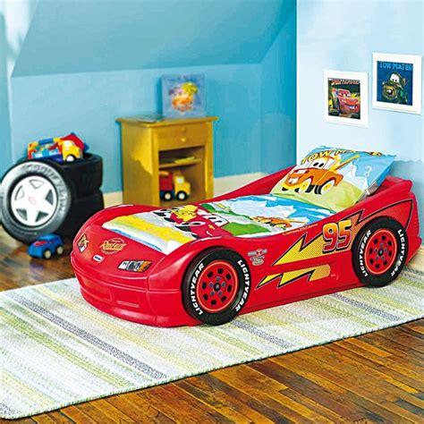 chambre cars disney déco chambre flash mcqueen