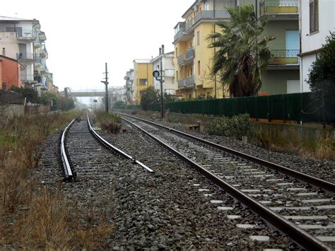 carrozze ferroviarie dismesse tagli stazioni ferroviarie sulla linea jonica l appello