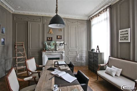 salon mobilier de bureau un salon de style fin xixème décoré de moulures se