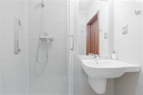 Kleine Badezimmer Mit Dusche Einrichten by Kleines Bad Einrichten Mehr Platz Mit Dusche Zum