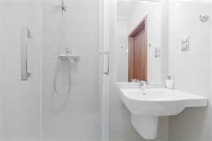 Kleines Badezimmer Einrichten : kleines bad einrichten mehr platz mit dusche zum ~ Michelbontemps.com Haus und Dekorationen