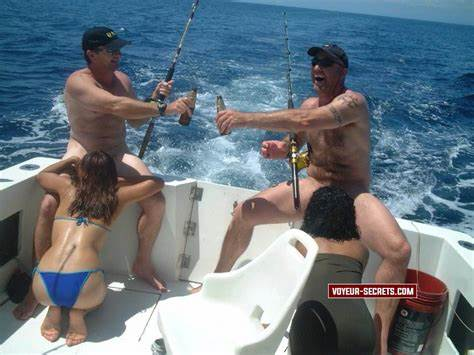 Lesbo Makes Dildoing On A Fishing Boat These Guys Know How To Enjoying Really