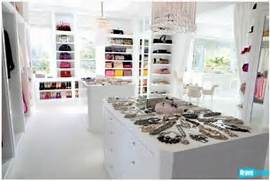 Amazing Modern Walk In Closets Lisa Vanderpump Closet3