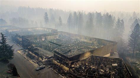 Kalifornijas meža ugunsgrēkos pazudušo skaits pārsniedz ...