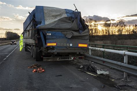 In most states, there are regulations and guidelines that stipulate how long a claim can take to be settled. How Long Does it Take to Settle A Semi-Truck Accident?   Jury Trial