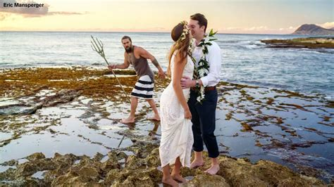 aquaman jason momoa crashes newlyweds hawaiian wedding
