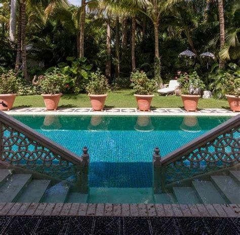 einen paradieshaften garten mit pool gestalten