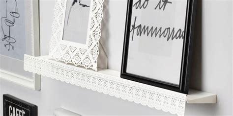 cornici bianche per quadri great mensole co per quadri e oggetti un must fa