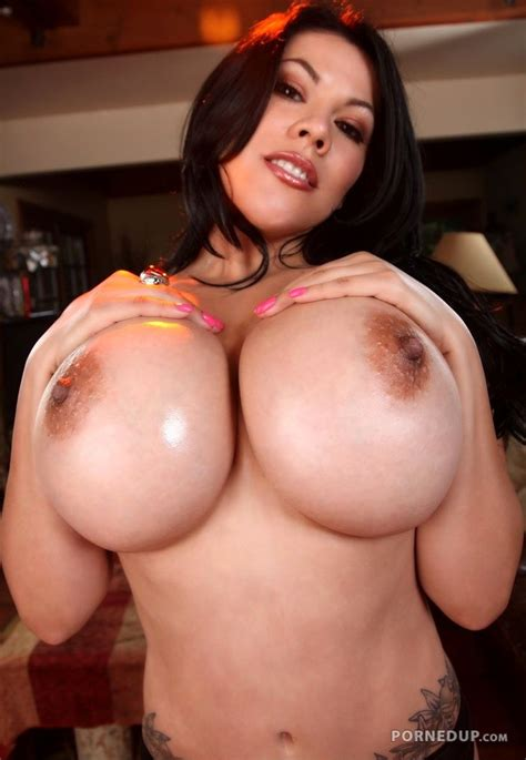 Milf big tits latina - Porned Up!
