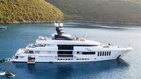 Ouranos yacht charter - IYC