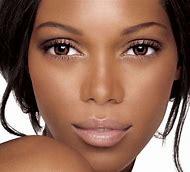 Natural Makeup for Dark Skin Women