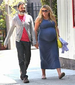 Heavily pregnant Busy Philipps shows no signs of slowing ...