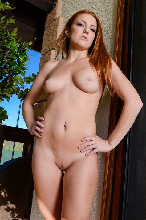 nude girls farrah flower spreads her pussy