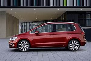 Volkswagen Golf Connect : 2018 volkswagen golf sportsvan gets sharpened design new tech carscoops ~ Nature-et-papiers.com Idées de Décoration