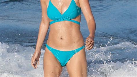 El espectacular posado de Isabel Jiménez en bikini entre ...