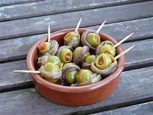 Tapas Oliven im Sardellenband Rezept