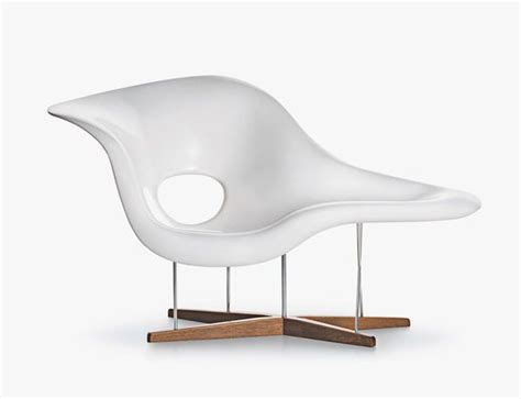 chaises eames vitra la chaise s curvy elegance by charles and eames