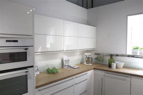 cuisine en et blanc cuisine blanc laque et gris