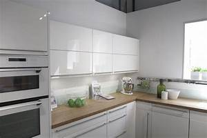 Credence Cuisine Moderne : cheap cuisine conforama prix pose credence cuisine ~ Dallasstarsshop.com Idées de Décoration