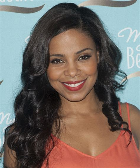 sanaa lathan long wavy hairstyle
