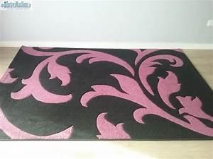 Tapis Rose Fushia : 2 beaux tapis noir et rose fushia ~ Teatrodelosmanantiales.com Idées de Décoration