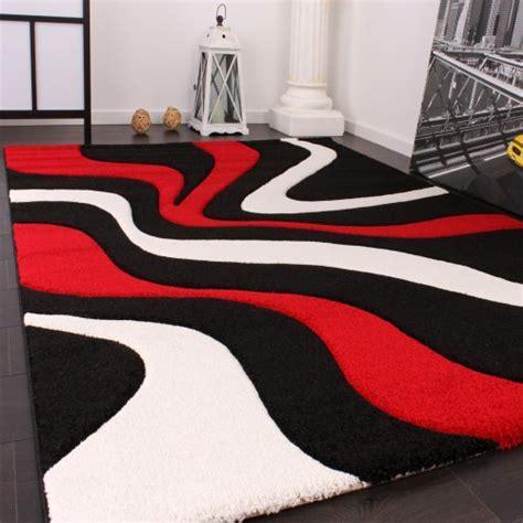 tapis noir pas cher linge de maison tapis de cr 233 ateur aux contours d 233 coup 233 s motif vagues en noir blanc