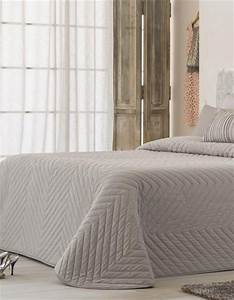 Couvre Lit Velours : jet de lit achetez votre plaid ou couvre lit offrez une couverture antilo ~ Teatrodelosmanantiales.com Idées de Décoration