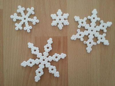 buegelperlen schneeflocken basteln mit kindern