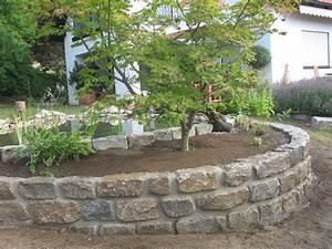 Naturstein Im Garten : mauer garten baum gemauertes beet trockenmauer ~ A.2002-acura-tl-radio.info Haus und Dekorationen