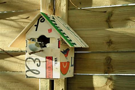 diy quirky recycled crate birdhouse will liven up your
