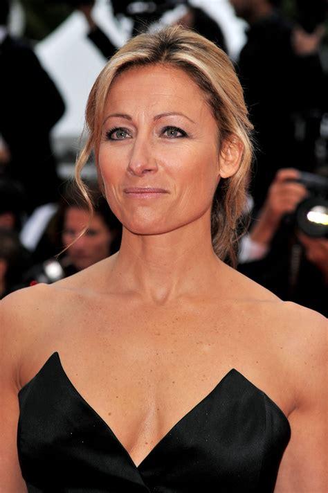 Anne Sophie Lapix Nue Dans Festival De Cannes Décoletté