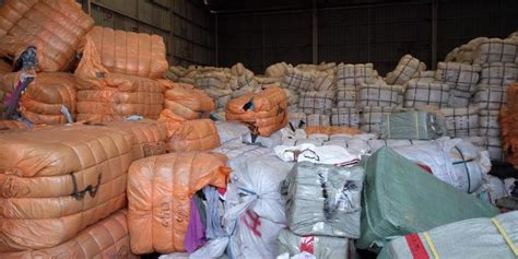 polisi ungkap penyimpanan pakaian bekas impor ilegal dari jepang dan korea kompas