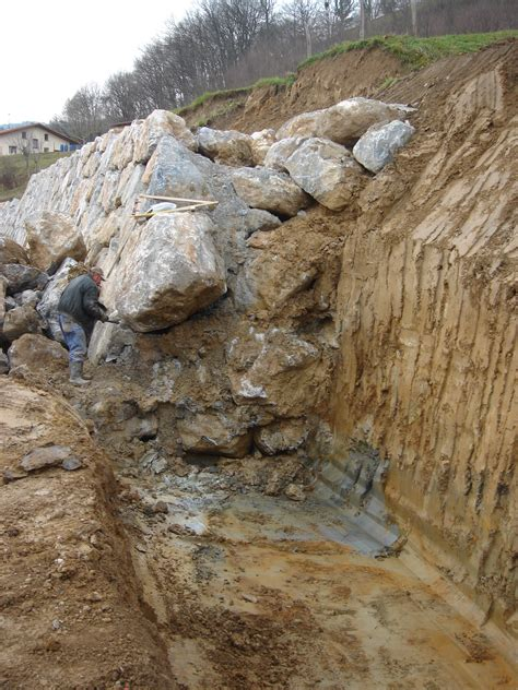 file retaining wall gravity section jpg