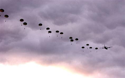 File:US Navy 050618-N-0000P-036 Australian Army Soldiers ...