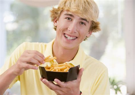 Did you just get your braces and wondering what foods to eat with your new braces? Eating with Braces: Braces-friendly snack recipe