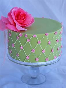 Little Robin: Pink and Green Birthday Cake