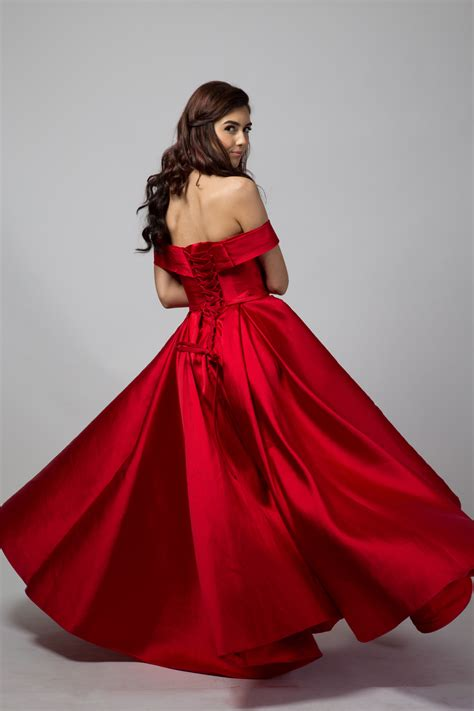photoshoot ready  perfect red ball gown