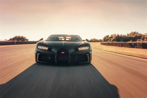 If they limit top speed to 350, i hope they don't charge the ridiculous 20k per set of tyres that veyron was. Bugatti Chiron Pur Sport voa mesmo a 350 km/h - Observador