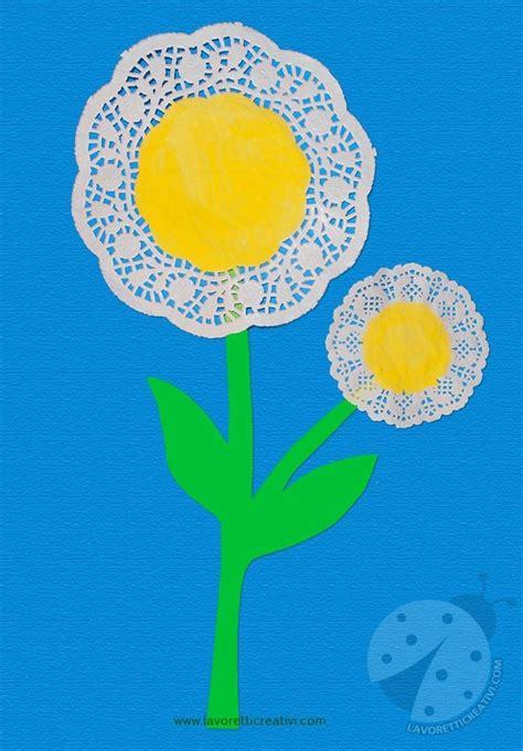 fiori con carta come realizzare fiori con centrini di carta