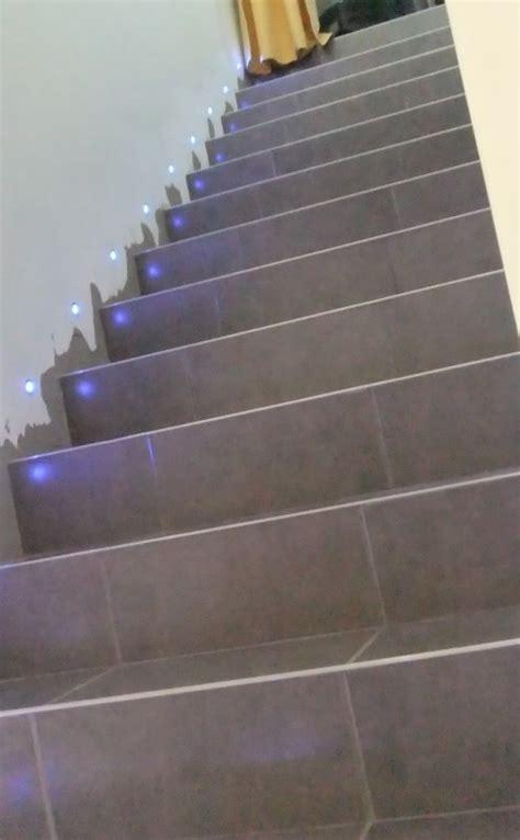 la montee des escaliers la mont 233 e des escalier sans les plinthes mais avec mes petites led bleu merci jean