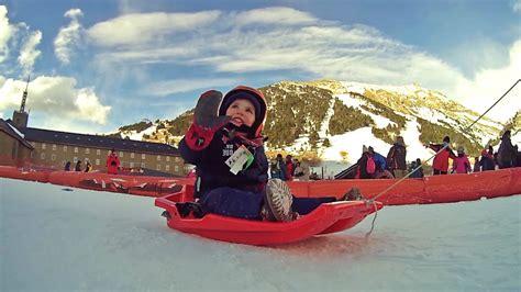 Trineo de nieve con niños / Snow sledding with children ...