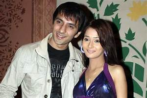 Former couple Sara Khan and Ali Merchant Reunite ...