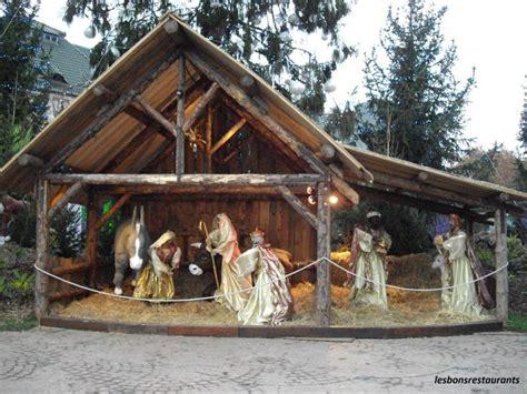 fabriquer une creche de noel en bois maison design bahbe