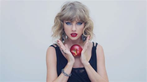 taylor swift pubblica il video  blank space guarda