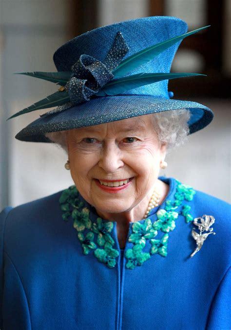 Elisabeth 2  Les Chapeaux Les Plus Fous De La Reine D