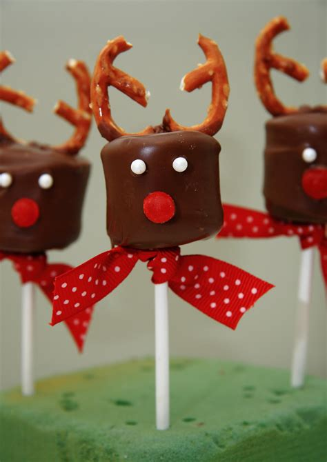 betty crocker wannabe recipe and mom blog chocolate covered marshmallow reindeer