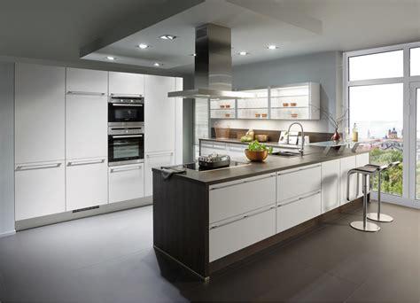 Cucine Moderne Bianche E Legno by Cucine Bianche Moderne Luminosit 224 E Personalizzazione