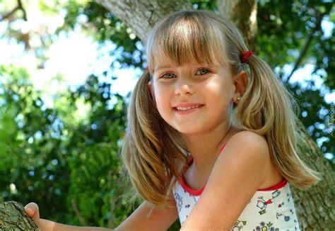 Dziewczynka Leticia Uśmiech Oczy Kitki
