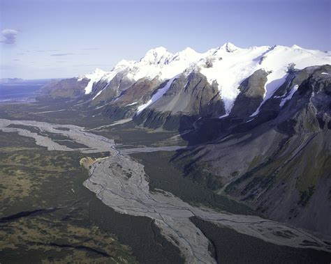 mountain ranges in file mountain range alaska peninsula nwr jpg